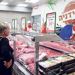 מקצץ בבשר החי: רמי לוי מוותר על הקצבים בסניפים וישווק רק בשר ארוז - כלכליסט