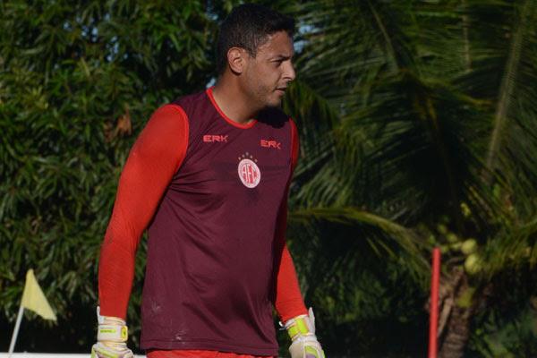 Fernando Henrique vai fazer sua estreia no gol do América