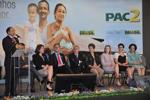 Benes Leocádio, em pronunciamento diante da presidenta, do vice e de ministros, em Brasília