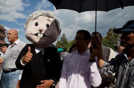 Mitin de Obrador en defensa del petróleo en la delegación Magdalena Contreras. Foto: Eduardo Miranda