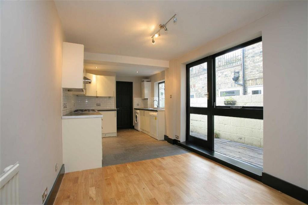4 bedroom property to rent in Meadow Place, Stockwell, SW8