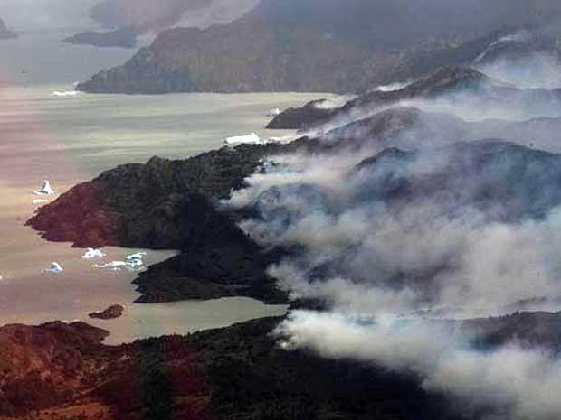 Incêndio atinge parque natural da Patagônia.  (Foto: Reuters)