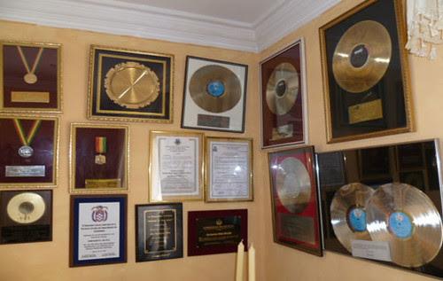 Los discos y medallas ganados por Enriqueta Ulloa.