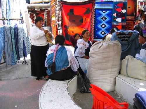 Lugares turísticos del Ecuador: El mecado artesanal de Otavalo.