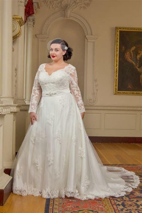 20 Amazing Plus Size Wedding Dresses   weddingsonline