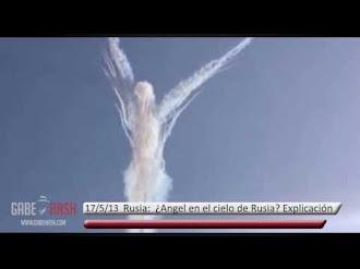 ¿ANGEL EN EL CIELO DE RUSIA? / Russian Military Planes Create Angel In The Sky