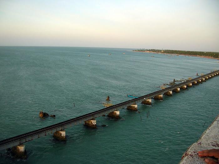 http://cdn1.images.touristlink.com/data/cache/P/A/M/B/A/N/B/R/pamban-bridge-rameswaram_1_700_0.jpg