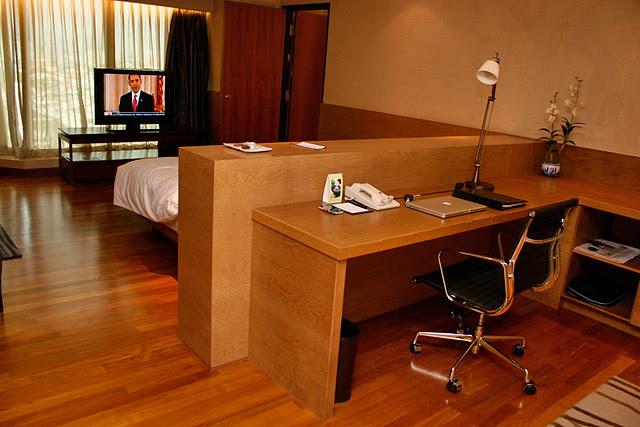 Simple yet elegant furnishings in the Business Suite