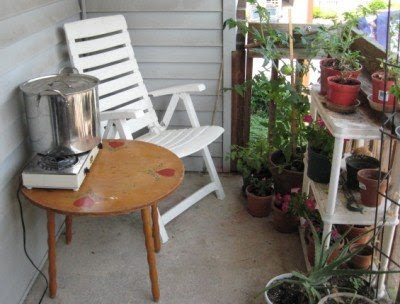 My teensy outdoor dye studio.