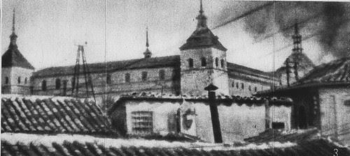 Torreón noroeste del  Alcázar tras ser alcanzado por la aviación republicana en agosto de 1936