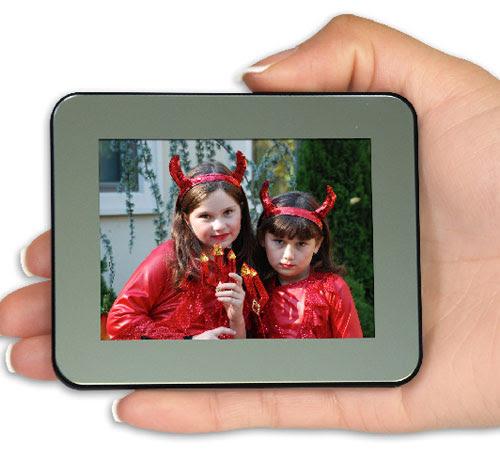 Smartparts Unveils Portable Digital Photo Frames Slipperybrickcom
