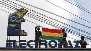Ver vídeo  'Evo Morales firma la expropiación de cuatro filiales de Iberdrola'