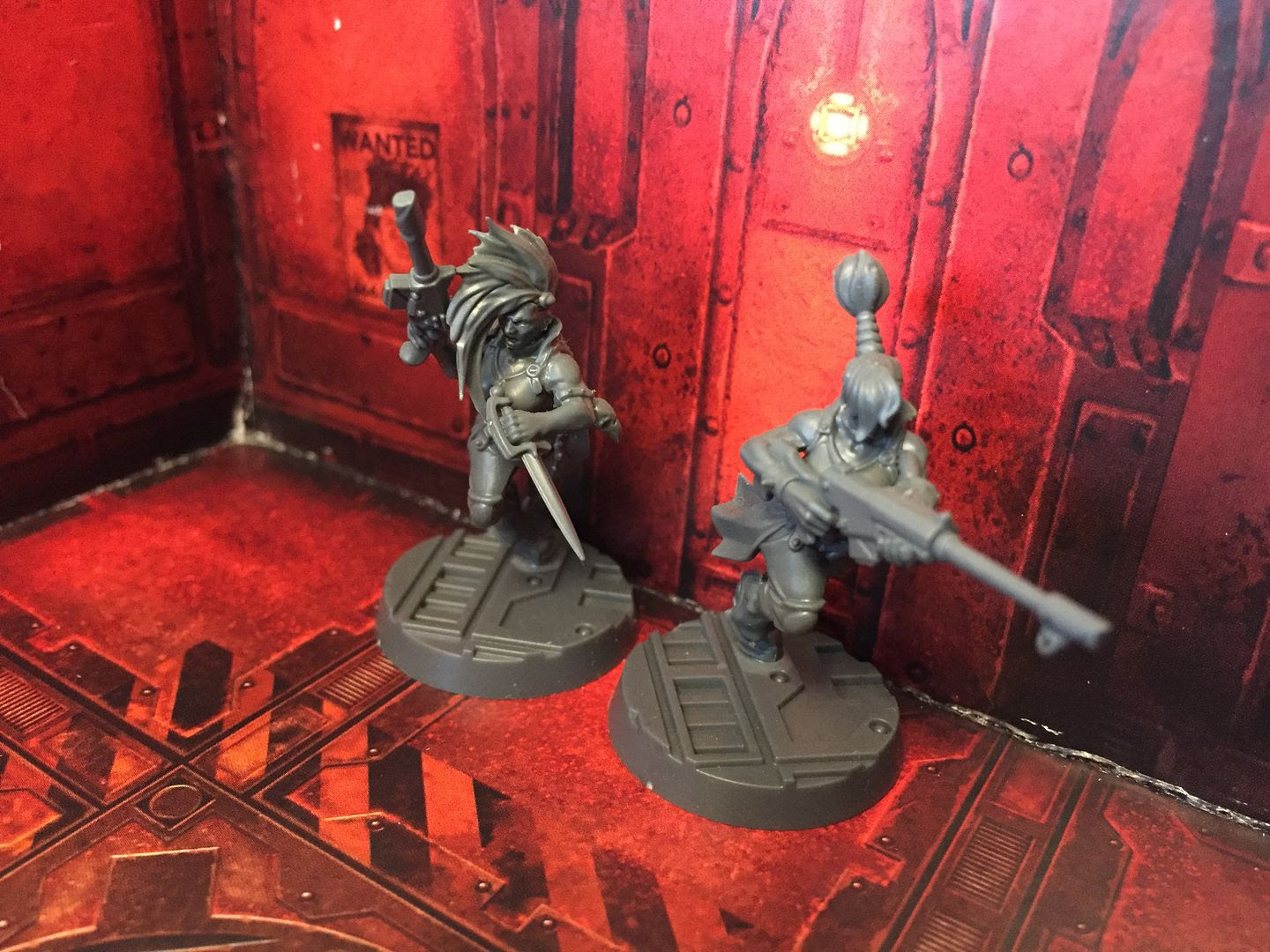 Two Escher gangers sneak through the underhive in Necromunda: Underhive.