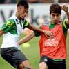 Neymar e Oscar brigam pela bola em treino