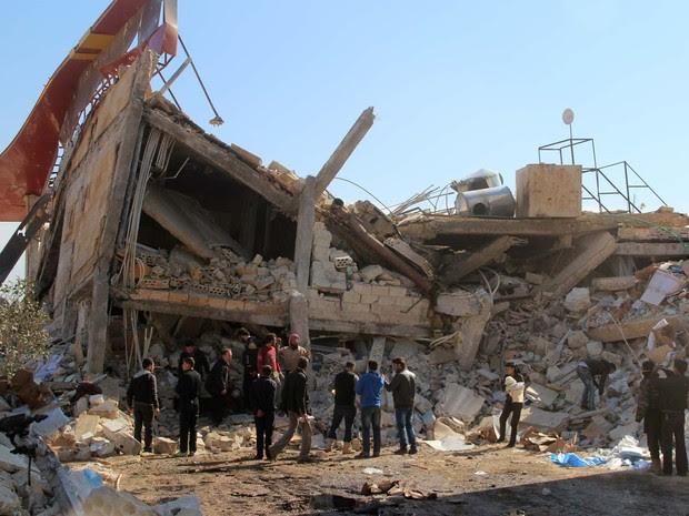Hospital do Médicos sem Fronteiras na Síria foi bombardeado nesta segunda-feira (15) (Foto: GHAITH OMRAN / AL-MAARRA TODAY / AFP)