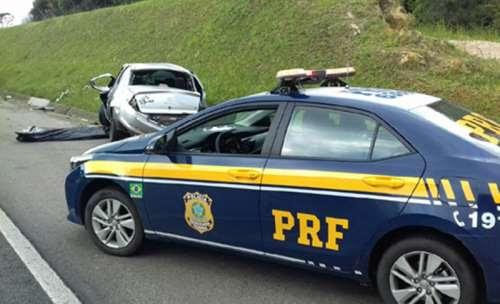 Policial militar sem cinto é ejetado de carro e morre em capotamento na BR-116