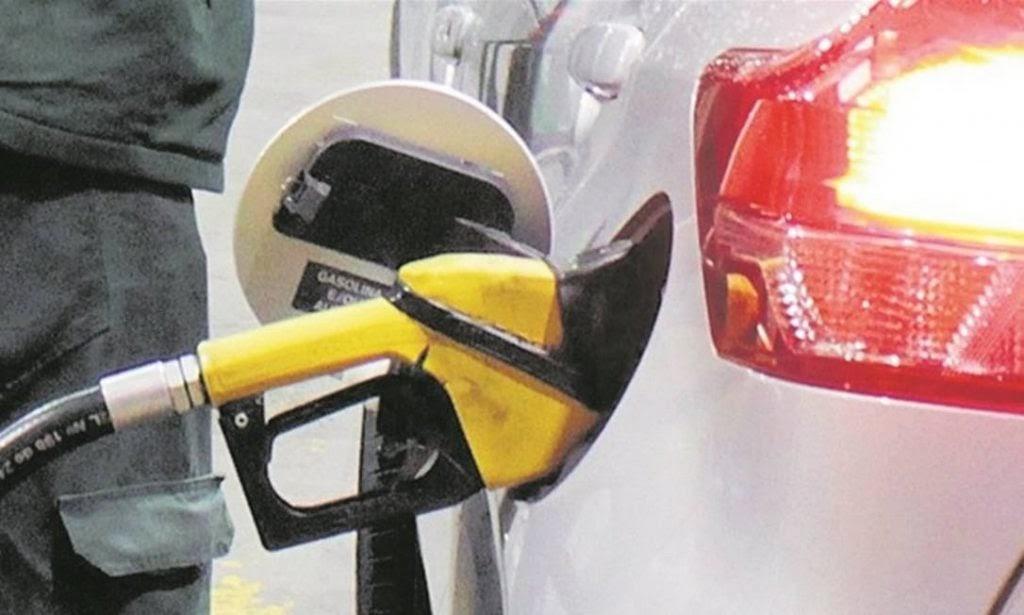 Resultado de imagem para Petrobras aumenta preço da gasolina em 3,5% nas refinarias a partir de terça