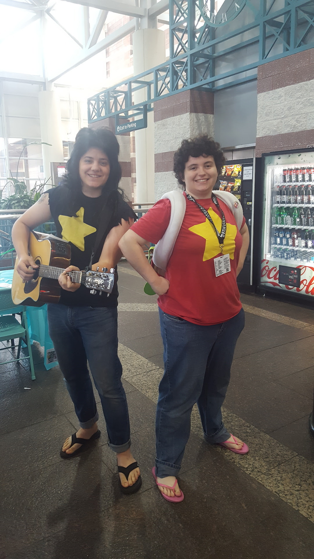 Hey it's me, Mr. Universe! I snapped a few photos with some awesome cosplayers, and if anyone has some of me, please drop them in the comments and tag me! Thanks! (Also, tag yourself here if you're in...