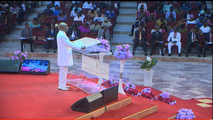 Nigerians slam Bishop Oyedepo for holding Sunday Service despite Coronavirus lockdown