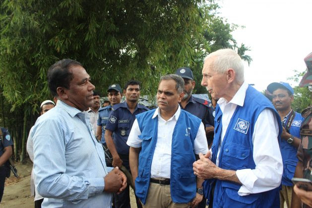 IOM Director General William Lacy Swing (right) visits Rohingya refugee camps in Bangladesh. Photo courtesy of IOM