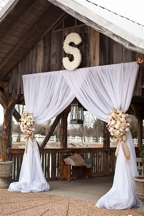 42 Romantic Barn Wedding Decorations   Barn wedding