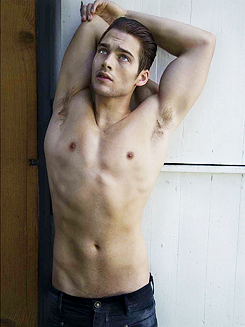 Dylan Sprayberry Nude - Hot 12 Pics | Beautiful, Sexiest
