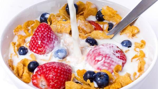 El desayuno es un pilar del plan alimentario: saltearlo produce una disminución del azúcar en sangre y causa más hambre.