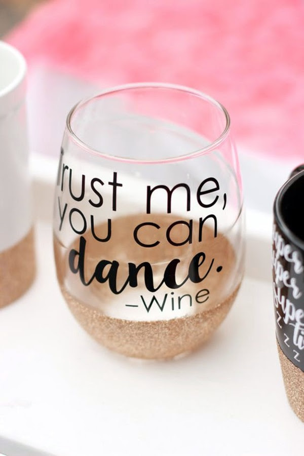 Artistic wine glass painting ideas (33)