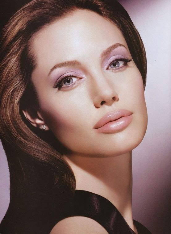 How to Look More Like Angelina Jolie in 5.5 Steps