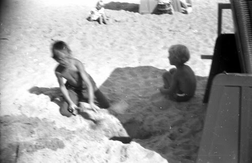 Beach Set kids in the sand