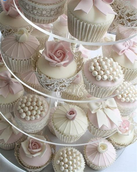 Community Post: 11 Classy Cupcakes For A Wedding   Wedding