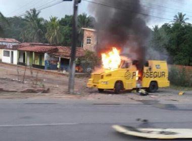 Carro-forte é explodido na BR-110, entre Catu e Alagoinhas; veja vídeo