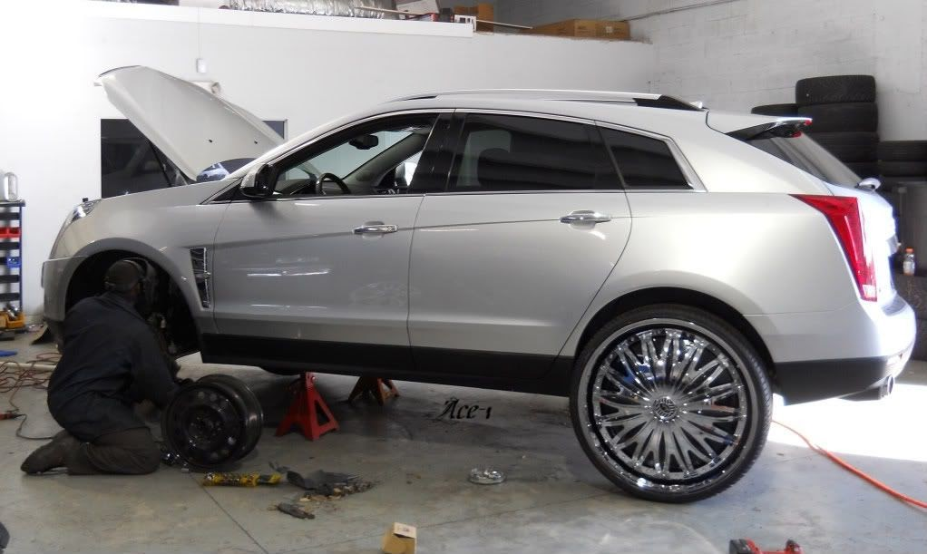 "Ford Fusion Black Rims >> Ace-1: 2010 Cadillac SRX on 28"" Davin Emotion Floaters ..."