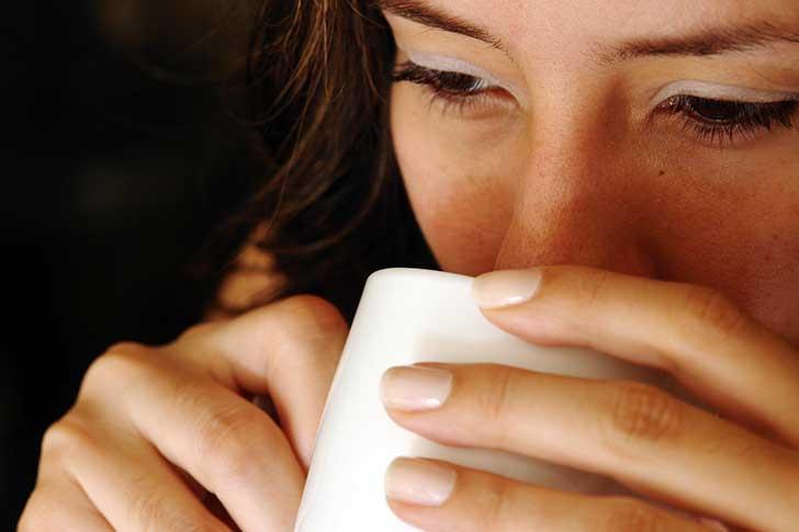 Cuatro tazas diarias de café ayudan a prevenir la muerte prematura