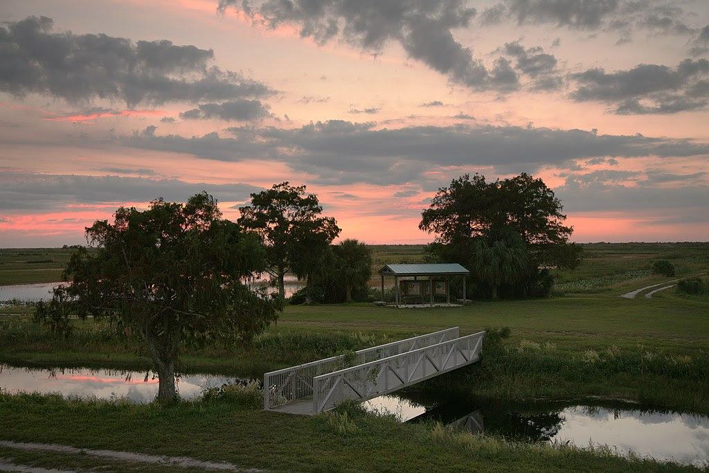 http://upload.wikimedia.org/wikipedia/commons/thumb/1/13/Loxahatchee_sunset_2.jpg/1024px-Loxahatchee_sunset_2.jpg