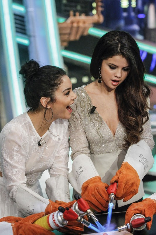Vanessa-Hudgens-and-Selena-Gomez-at-El-Hormiguero-TV-Show-in-Madrid-Pictures-Photos-9