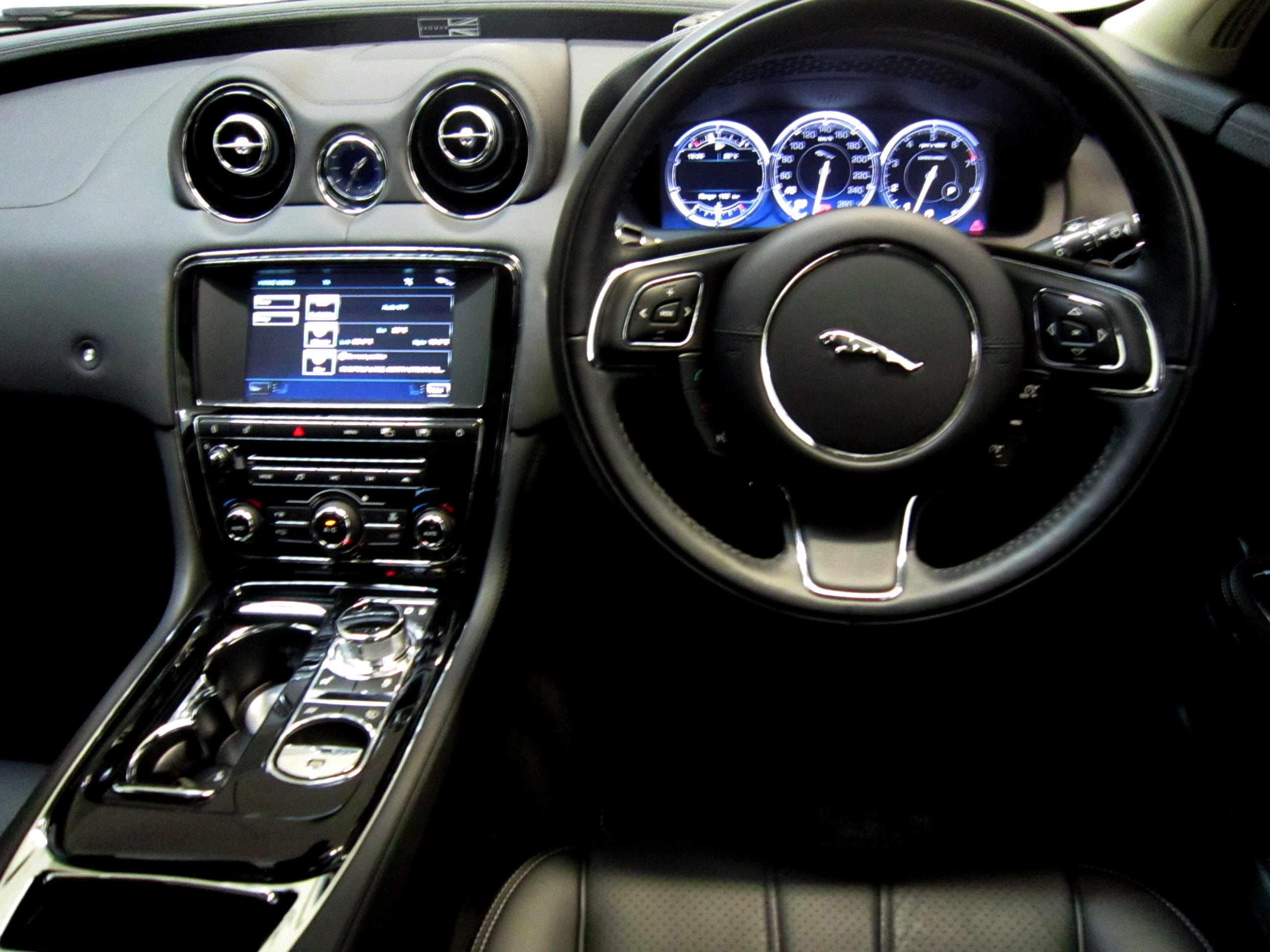 jaguar present buyacar list price prices car guide buying ftq saloon and review best deals xf