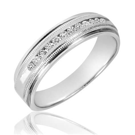 1/4 CT. T.W. Diamond Men's Wedding Band 10K White Gold