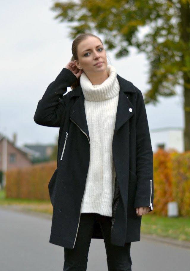 Asos cocoon biker coat, gina tricot maud knitted oversized turtleneck sweater, zara trf black jeans new balance vintage blue u420 outfit post fashion blogger turn it inside out belgium