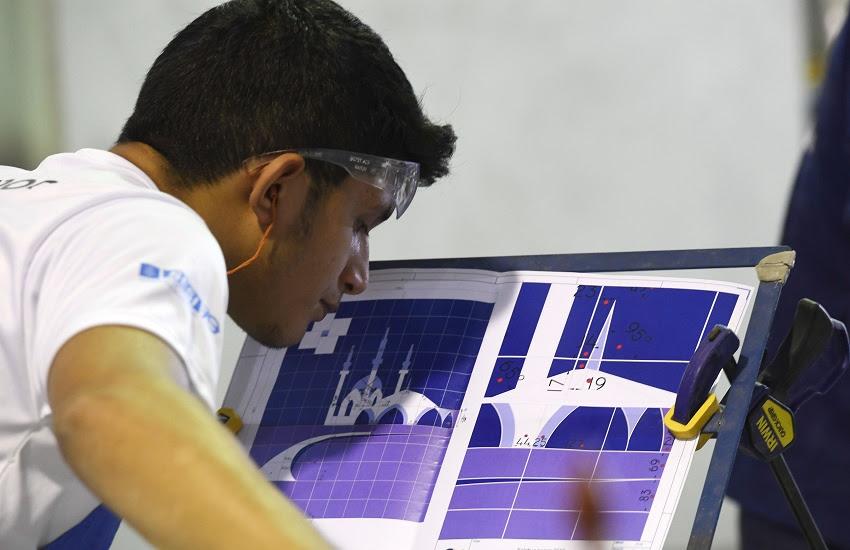 Homem em pé em referência a Estudantes do Ceará participam de seletiva para competição internacional