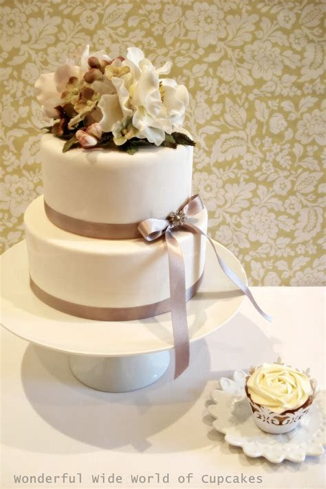 Two tier wedding cake with cupcakes   idea in 2017   Bella