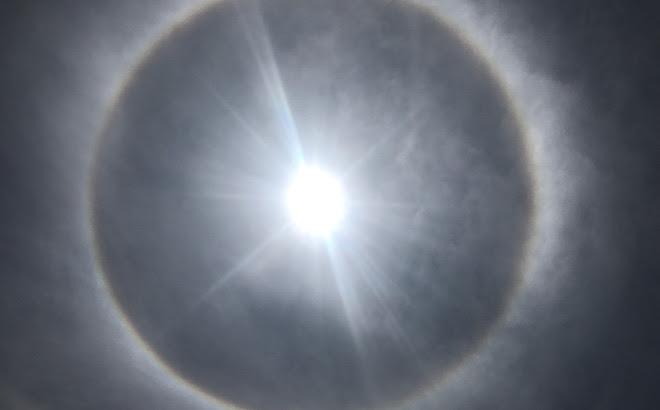 Xuất hiện quầng sáng kỳ lạ quanh Mặt trời tại Huế và Quảng Nam trong dịp Lễ Phật Đản