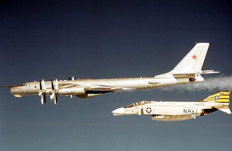 http://jejaktapak.com/wp-content/uploads/2014/08/F-4-Phantom-II-intercept-Tu-95.jpg