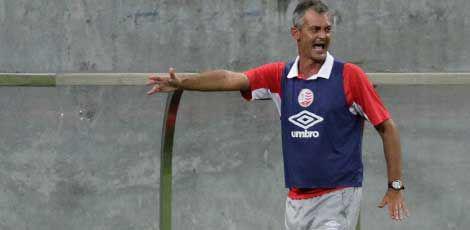 Técnico Lisca ficou feliz da vida com a segunda vitória na Série B / Fernando da Hora