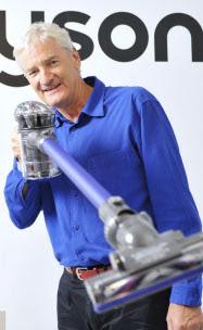 1947年生まれ。70年英王立美術大学卒。産業用部品の開発会社を経て93年にダイソン設立