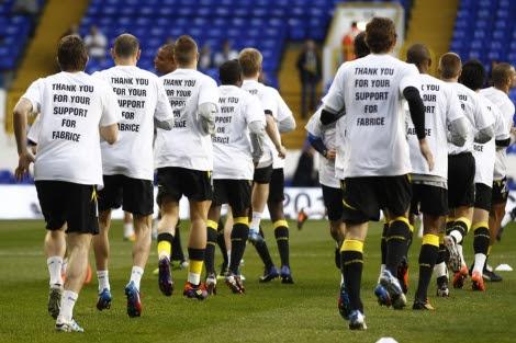 El equipo de Bolton con camisetas de agradecimiento por Fabrice Muamba. | Eddie Keogh.