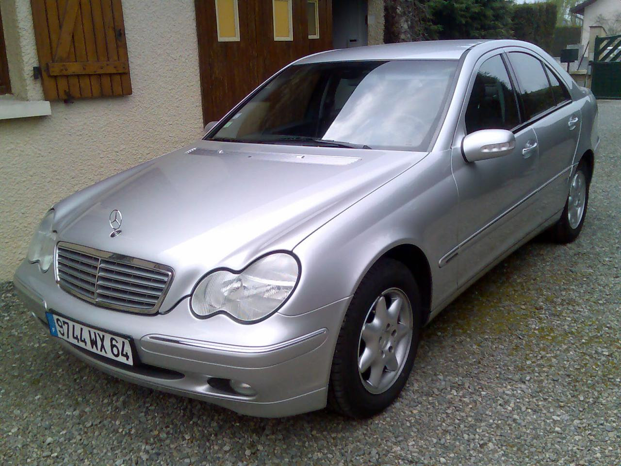 2001 Mercedes-Benz C-Class - Information and photos - Zomb ...