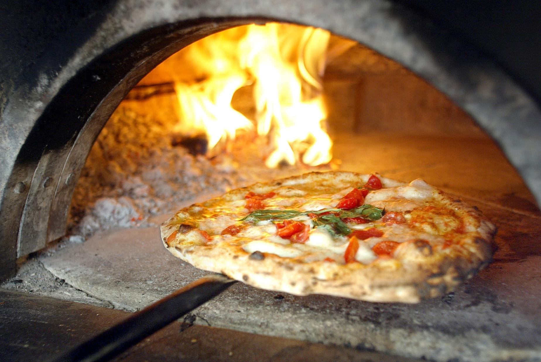 http://www.vienianapoli.com/2015/01/dove-mangiare-napoli-le-migliori.html