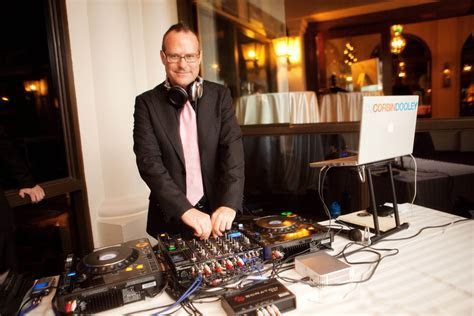 How Much Does a Wedding DJ Cost?   Whats the Cost?