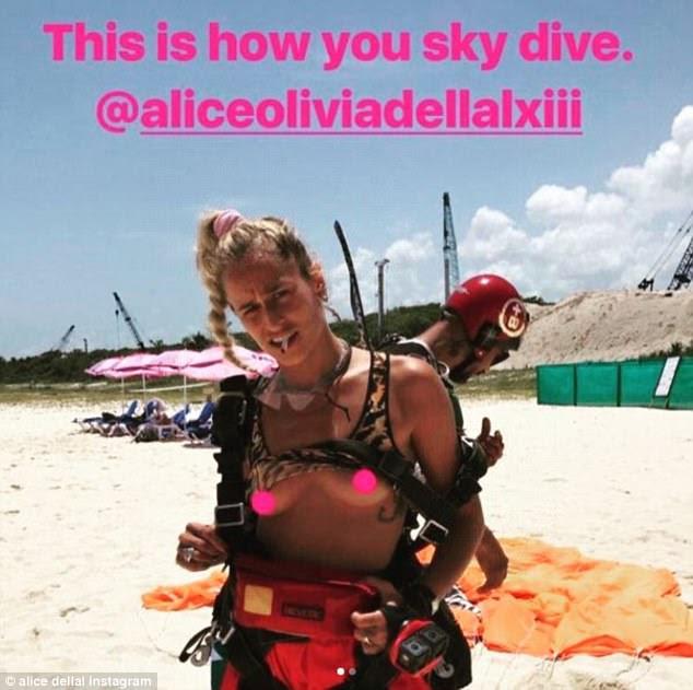 Ela tem muita frente!  Modelo nascido no Brasil e adicto à adrenalina Alice compartilhou um toque cheeky topless com Cara após seu mergulho no céu